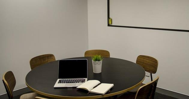 6 Person Meeting Room in Gasworks, Newstead