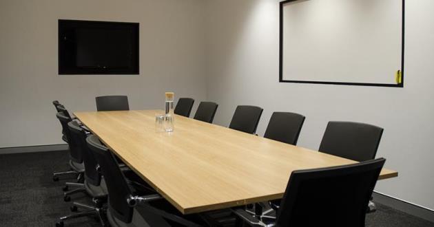 12 Person Board Room in Gasworks, Newstead (B1)