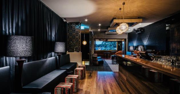 Montania Upstairs Bar