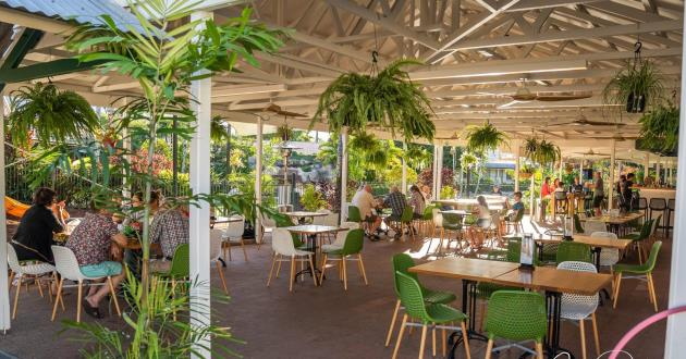 THIRSTY FLAMINGO Poolside Bar & Dining