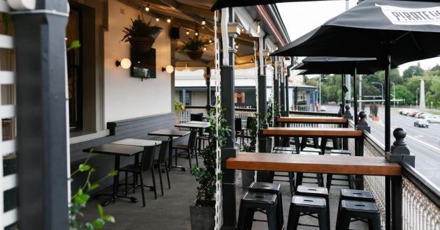The Parklands Bar Balcony Space