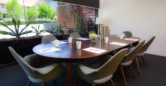 6 Person Meeting Room (Oval)