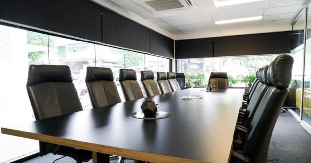 Light-filled 12 Person Boardroom