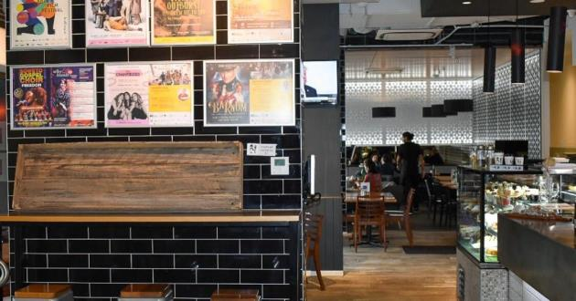 Southbank Chain Cafe with Function Hall