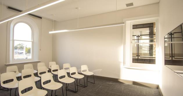 Town Hall Meeting Room 1.3