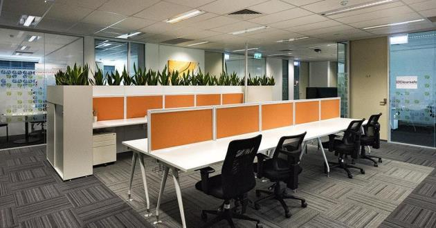 Hot Desks Working Space for Professional Work Environment
