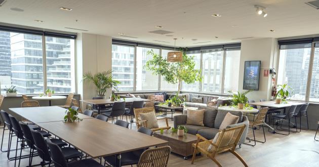 Gorgeous City View Lounge (Glasshouse)