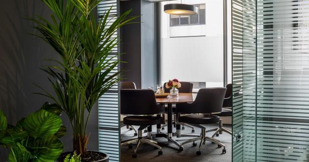 Olympus | 6 Person Meeting Room