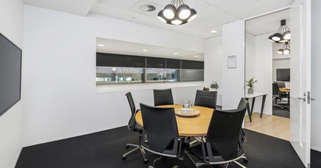 Batman | 6 Person Meeting Room