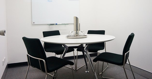 4 person meeting room perfectly situated on the city fringe