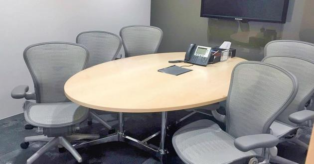6 Person Meeting Room in Brisbane