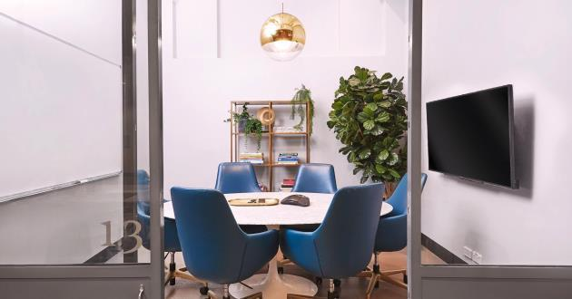 Designer 6 Person Meeting Room on Clarence St (1.3)