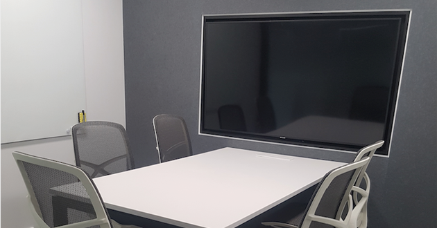 5 Person Meeting Room