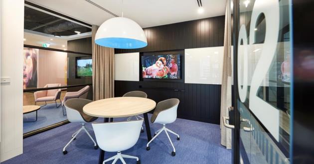 4 Pax Meeting Room
