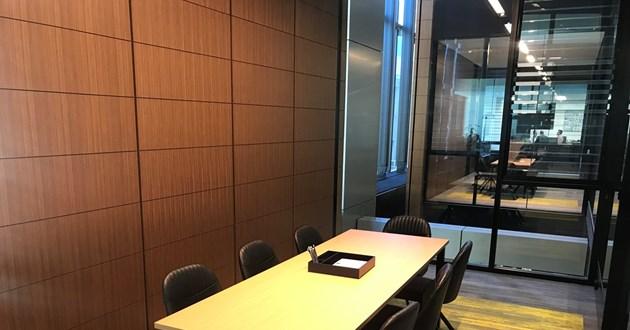 Aero | 8 Person Meeting Room
