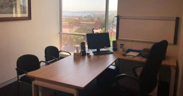 Light-filled Meeting Space for 4