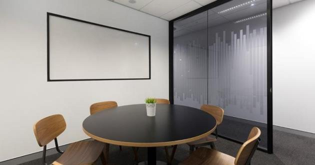 6 Seater Meeting Room in Brookwater