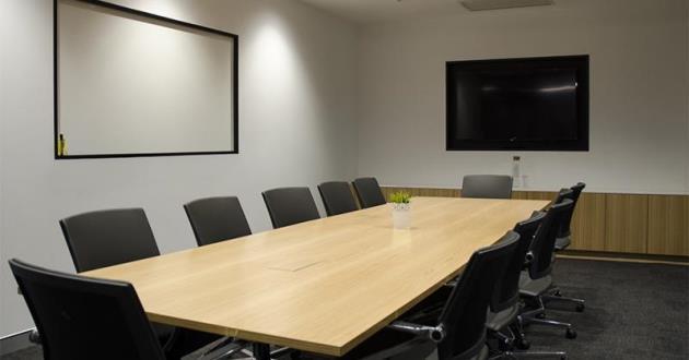 12 Person Board Room in Gasworks, Newstead (B2)