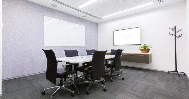 6 Person Meeting Room (M)