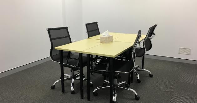 4 Person Meeting Room next to Town Hall Station