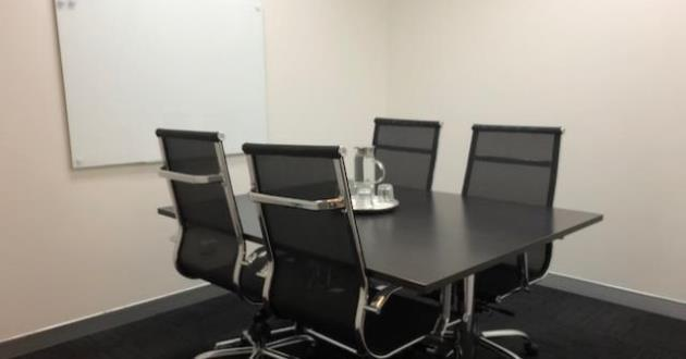 4 Person Meeting Room in Bondi Junction (Little Queenie)