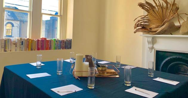 Cosy and Bright Meeting Room