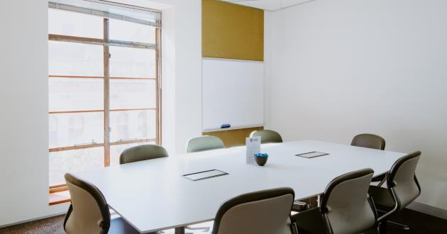 CURRENTLY CLOSED - Natural Light 9 Person Boardroom (S9)