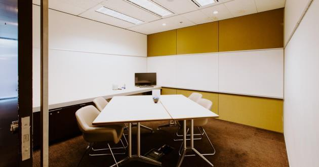 CURRENTLY CLOSED - 4 Person Meeting Room (S7)