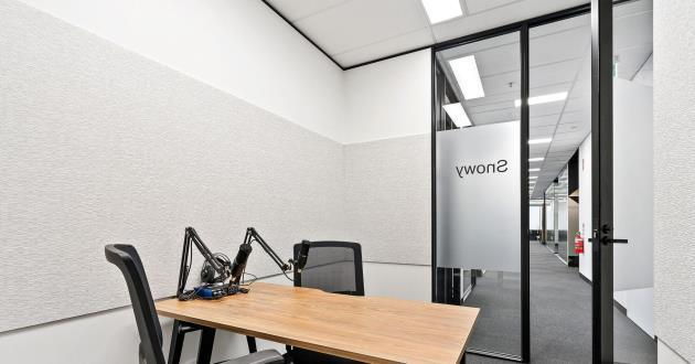 Snowy | 3 Person Podcast and Meeting Room