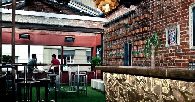 Garden Bar and Balcony
