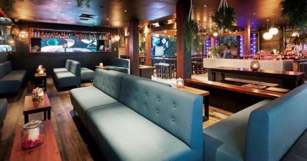 Raised Dining / Lounge Area