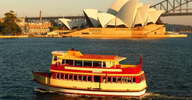 "Heritage vessel ""Royale"""