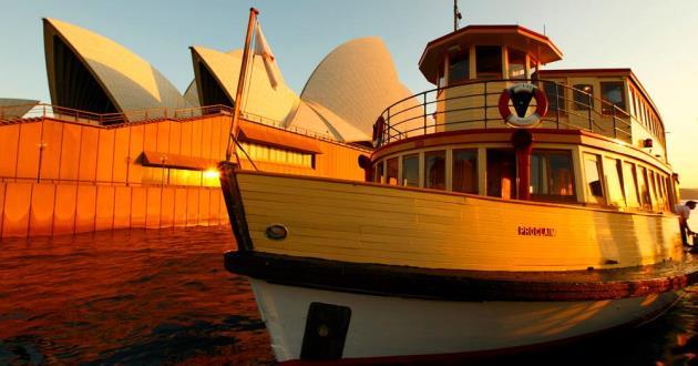 "Heritage vessel ""Proclaim"""