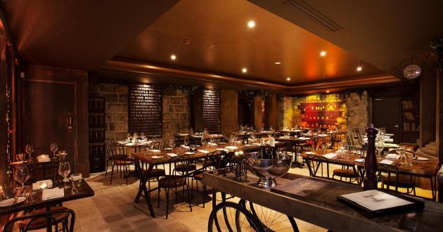 Hampton Lounge & Vault room