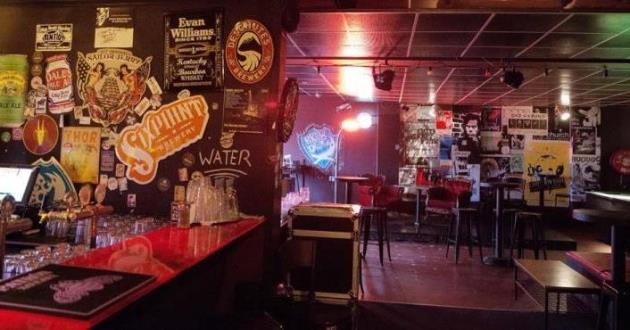The Cozy Woody's Bar